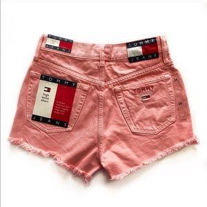 TOMMY HILFIGER • 90s high rise fray hem shorts